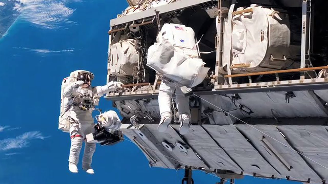 Spacewalking Astronauts Breeze Through Robot 'Hand' Work on Space Station
