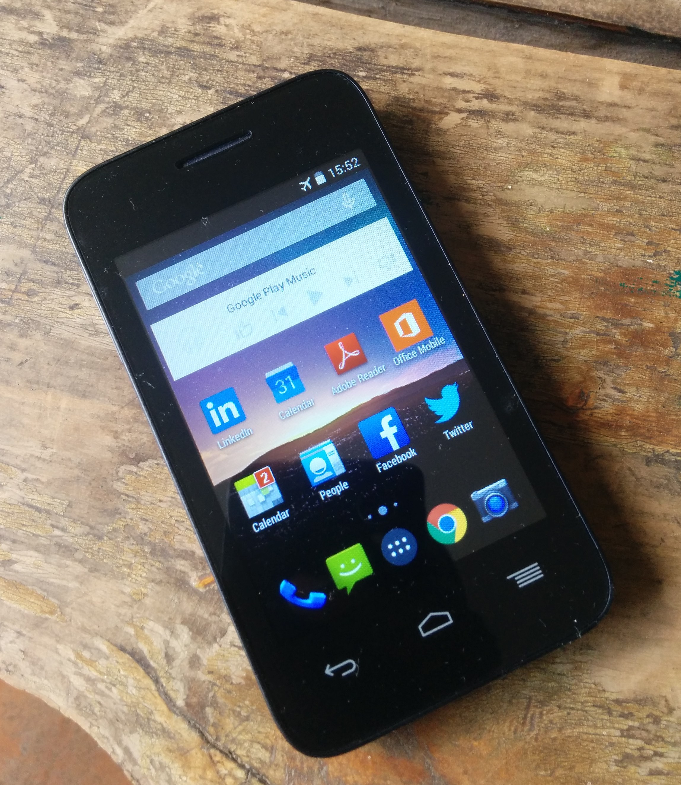 What is the Safaricom Neon Smartphone?