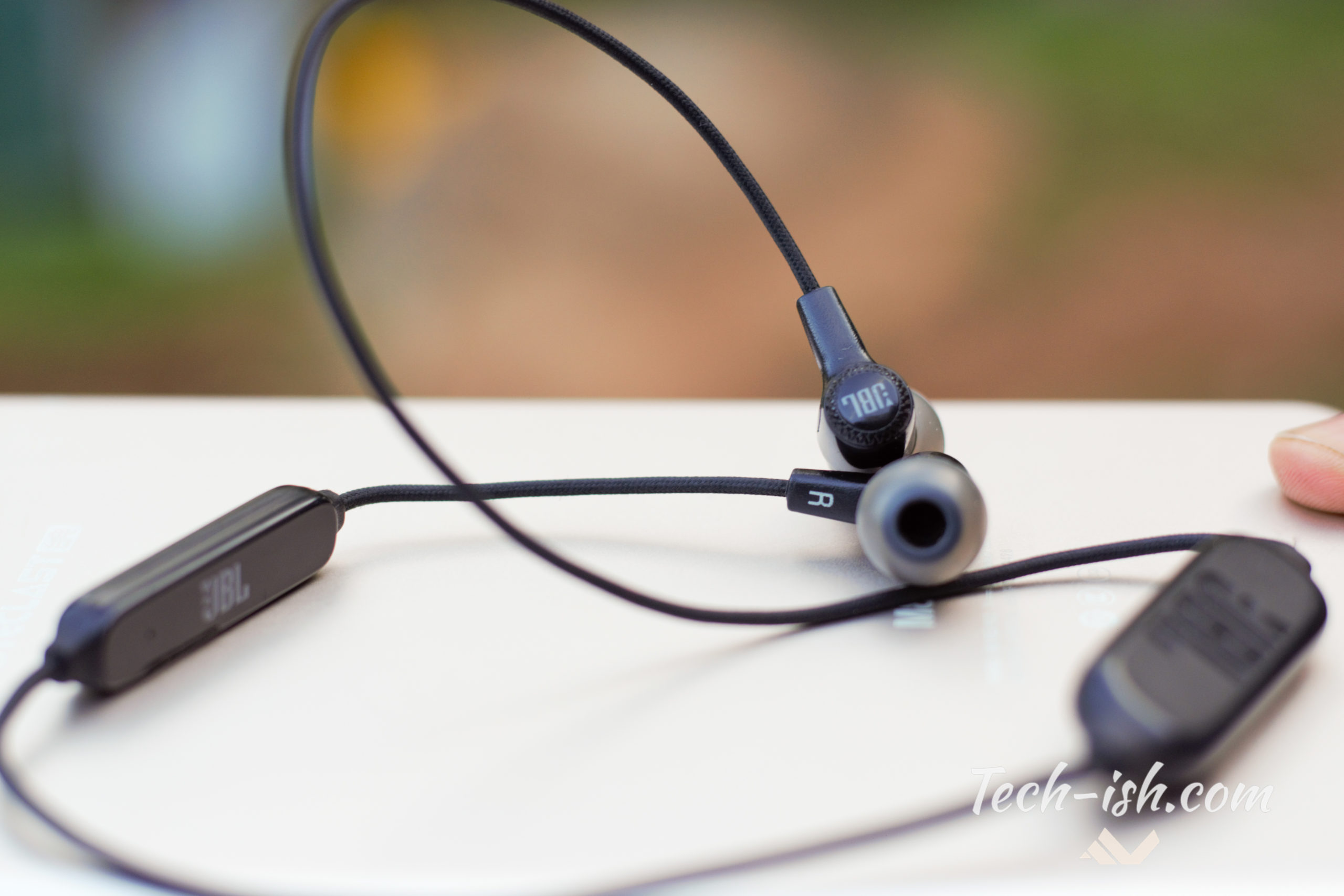 JBL E25BT Wireless In-Ear Headphone Review