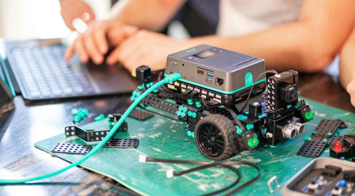 Robotics Kit powered by the Raspberry Pie launches at CES 2021