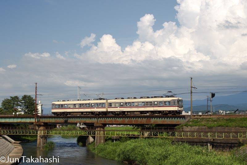 富山地方鉄道と入道雲