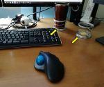 机上で絶対にコップを倒さない方法