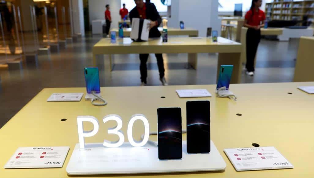 اشتر واحدا وخذ الآخر مجانا.. هواتف هواوي الجديدة ضحية القرار الأميركي
