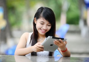 Student with iPad.