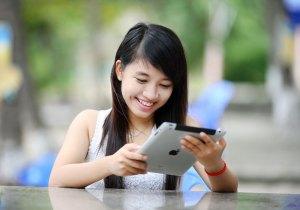 Student with iPad.
