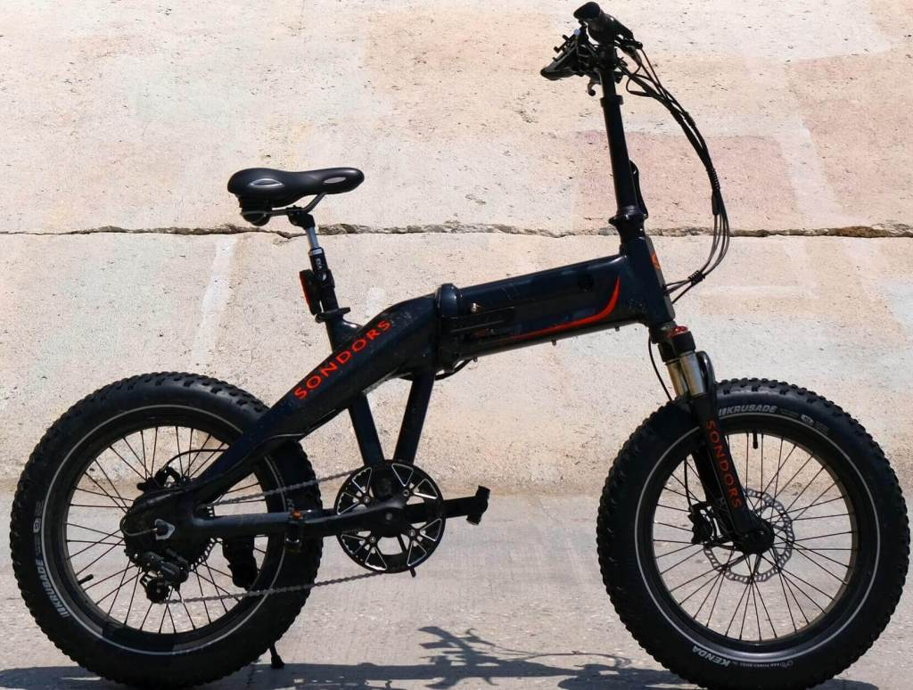 How much does an electric bike weighs