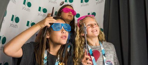 google-oi-15-youth-girls-glasses-posing-kids-dev