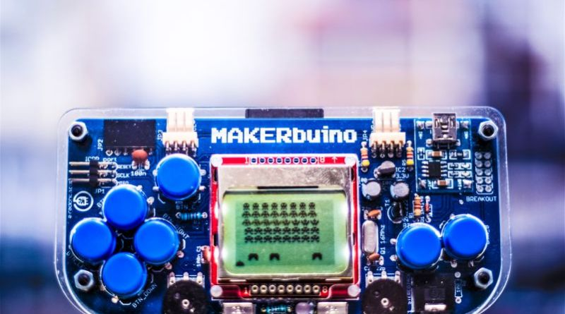 MAKERbuino Photo Arduino Open Source Portable Mobile Gaming Console STEM Learning Video Games