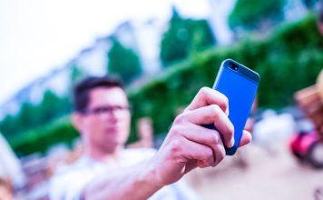 Smartphone Holding Air King Man Blurry Focus Hand