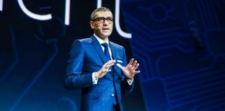 CEO Rajeev Suri at Nokia MWC 2018 press and analyst update matri 8810 banana