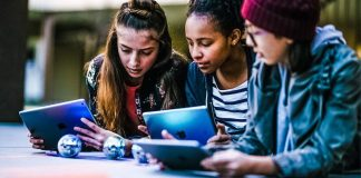 Computer-Science-Education-Week_coding-sphero_Apple-News-Everybody-Can-Code-Free-Learning-Class
