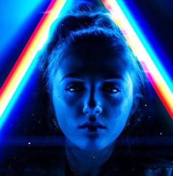 chatbots-trends-business-enterprise-transformation-source-data-statistics-backed-futuristic-photo-ai-woman-face-blue-spectrum-light-color