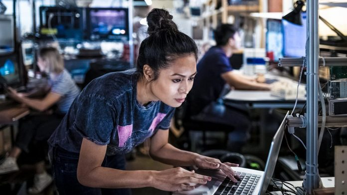 Ericsson launches new AI-powered Network Services Woman Working On Terminal Laptop Computer Female Engineer Team Operations Center Looking At Screen
