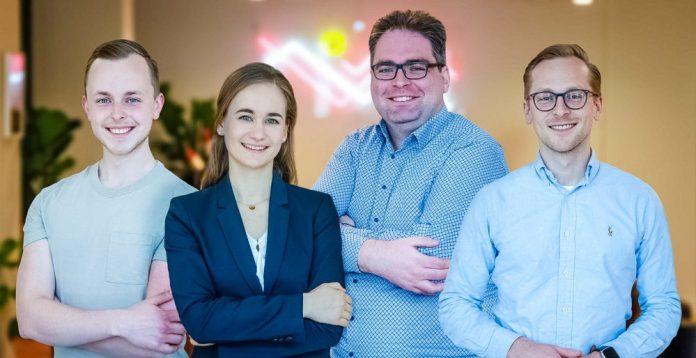 Framen Dimitri Gärtner (CEO) Alexander Gärtner (COO) Sveatoslav Podobischi (CTO) Magdalena Pusch (CMO) Addressable Context Advertisement (ACA) Startup Germany Crop