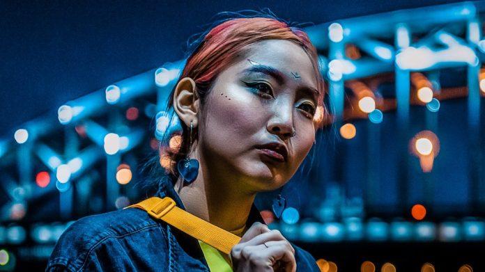 Woman Futuristic Makeup Smart City 5G Article IoT Plans Insight