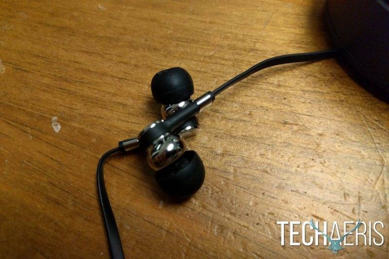 master-dynamic-me05-review-earbud-detail