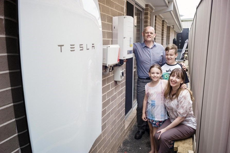 001_Pfitzner Family with their Tesla Powerwall