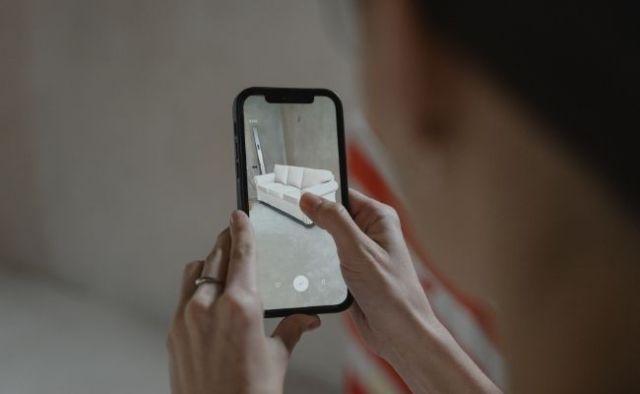 Augmented Reality vs Virtual Reality vs Mixed Reality | Techax Labs