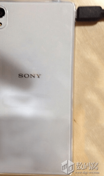 White-version-of-Sony-Xperia-M4-Aqua-2