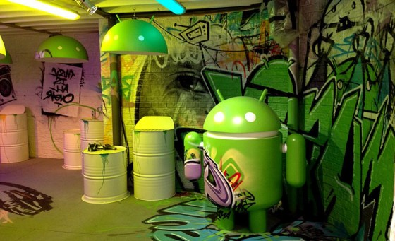google-graffiti-art-mural-android-mwc-2