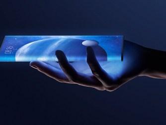 Xiaomi Mi Mix Alpha dans une main