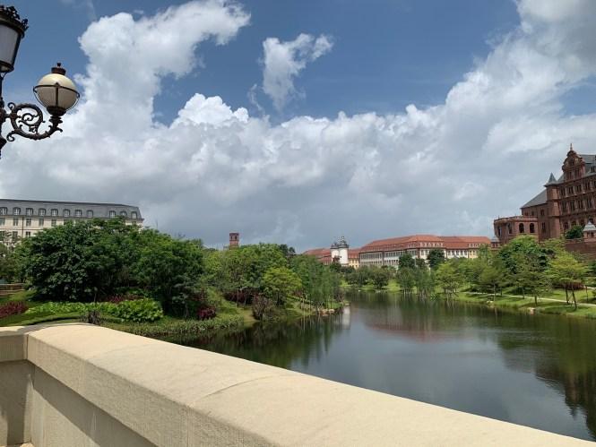 Campus empresarial Huawei, con más de 100 edificios