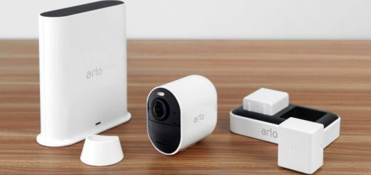Arlo Ultra With Accessorie