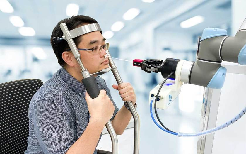 Pandemic Fuels Global Demand for 'Cobots' in Health Sector