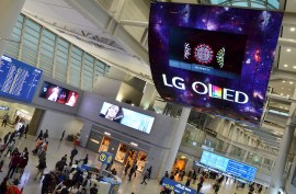 LG OLED Signage Incheon Airport_2