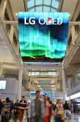 LG OLED Signage Incheon Airport_3