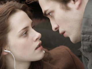 8. Bella Swan and Edward Cullen, Twilight saga (2008-2012) Blood and chastity propelled this franchise to box office success, with audiences focusing on the love story between Bella and Edward.