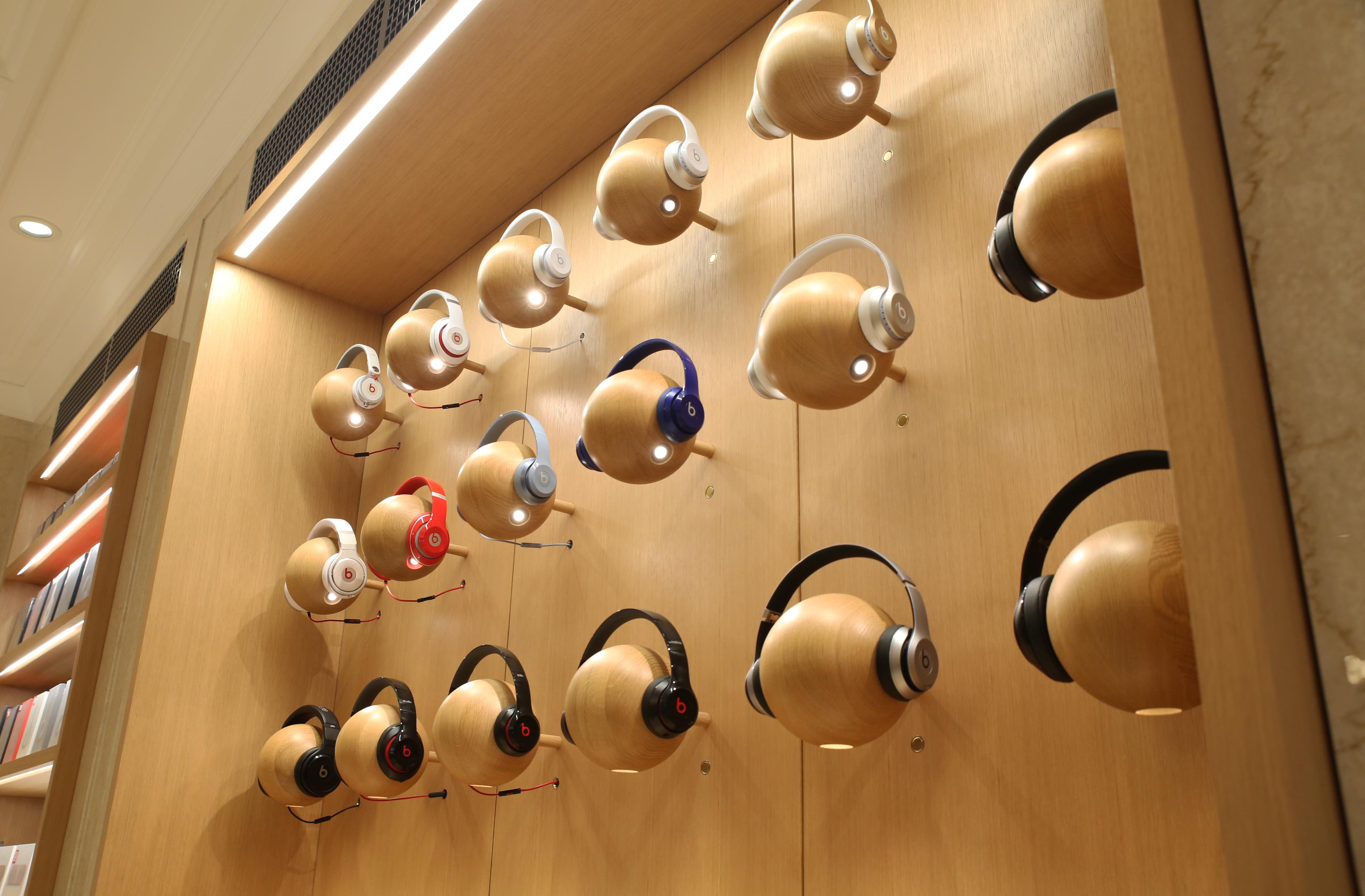 Appareil dit travailler sur des écouteurs supra-auriculaires modulaires, haut de gamme et à réduction de bruit