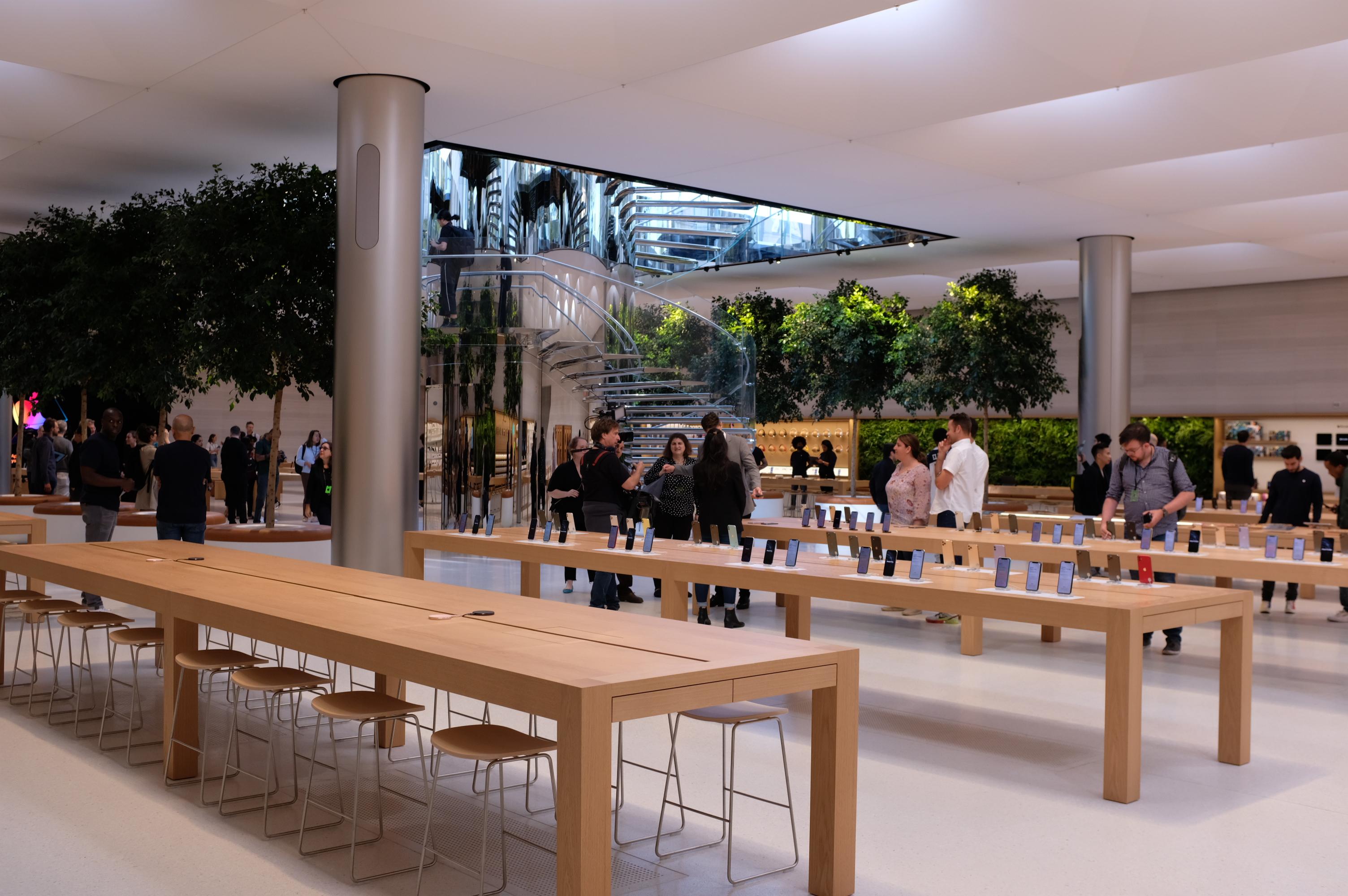 Inside Apple S Reimagined Fifth Ave Store Techcrunch