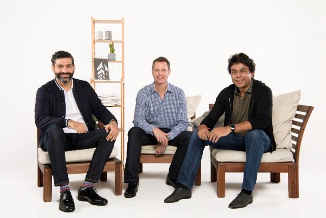 Een groepsfoto van Jungle Ventures' team: (Van links naar rechts) Jungle Ventures' founding partner Amit Anand, managing partner David Gowdey en founding partner Anurag Srivastava