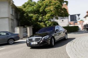 Mercedes_S_Klasse_Self_driving_roundabout2
