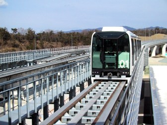 http---upload.wikimedia.org-wikipedia-commons-3-30-Linimo_approaching_Banpaku_Kinen_Koen,_towards_Fujigaoka_Station