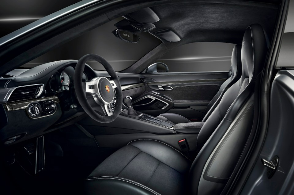 2015-Porsche-911-Carrera-GTS-interior