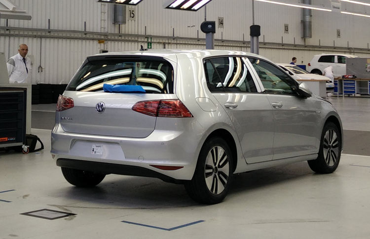 2015-Volkswagen-e-Golf-Rear-Assembly-Line