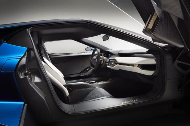 2015-Detroit-Auto-Show-2017-Ford-GT-supercar_7
