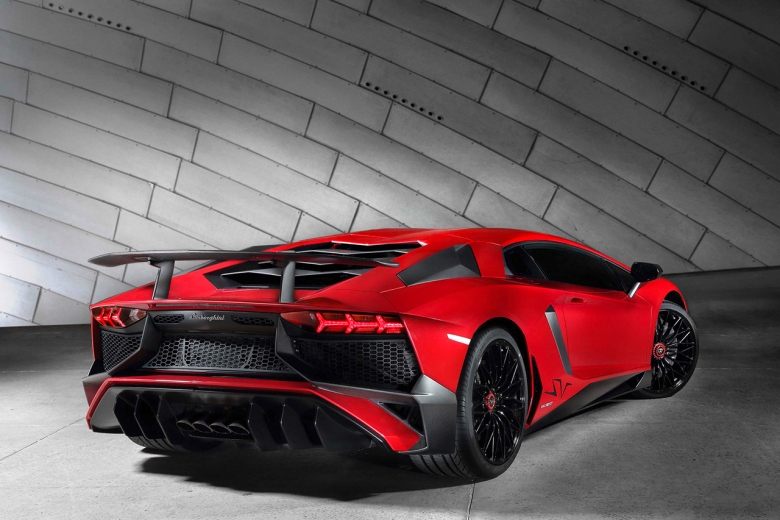 lamborghini-aventador-sv-is-lighter-with-new-specs-3