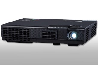 NEC L102W, videoproiettore compatto per presentazioni in mobilità