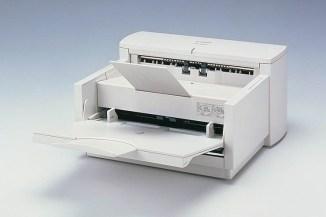 Canon festeggia i 20 anni del primo scanner documentale DR-3020