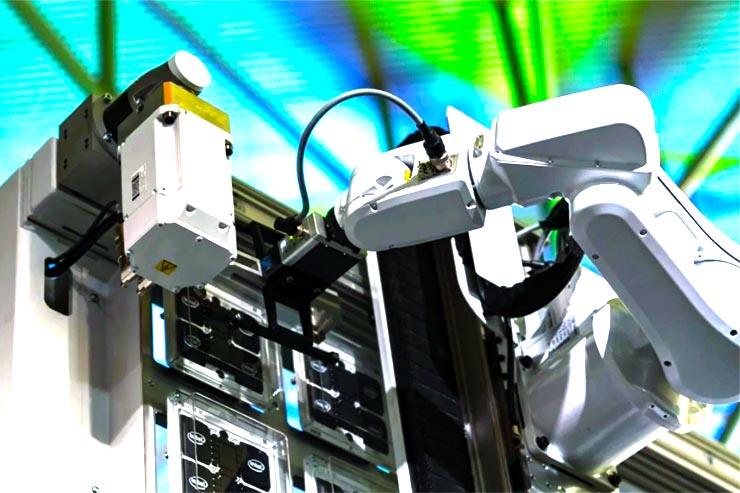 Ericsson presenta il software commerciale 5G per operatori