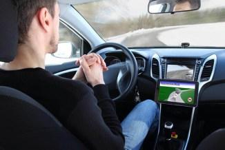 In futuro guideremo l'automobile? La risposta di TÜV SÜD