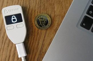 ESET, app fake rubano credenziali di accesso a criptomonete