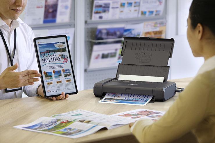 La stampante Canon PIXMA TR150 si porta dietro l'ufficio