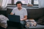 L'intelligenza artificiale migliora il benessere psicologico, nuova ricerca Oracle