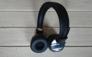 Sudio Regent headphones twisted
