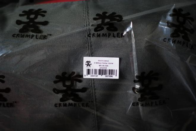 Here's a fake Crumpler 6 million dollar home. If you find a Crumpler in the camera shop, it's most probably parallel import, or in many cases, fake.