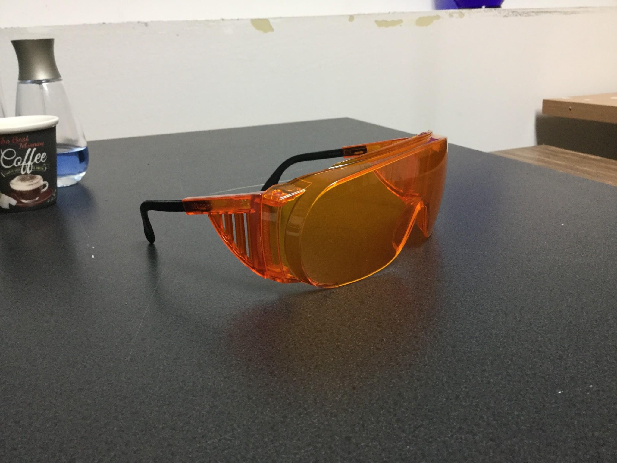 Wraparound Uvex SCT-Orange safetly glasses